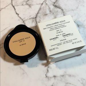 20 Beige Chanel Vitalumiere Aqua Cream Compact